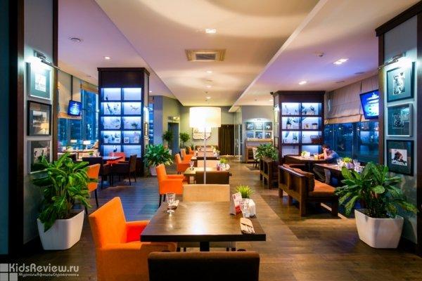 Трибуна, панорамный ресторан с детской комнатой у футбольного поля в Калининском районе, Академическая