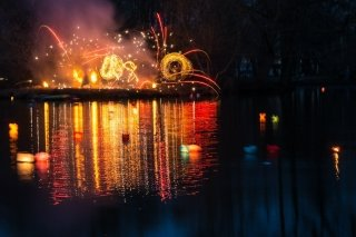Фестиваль водных фонариков и файер-шоу в Парке им. Бабушкина, СПб