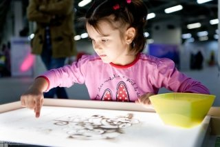 Песочное шоу на детском празднике - вызов художника в Санкт-Петербурге