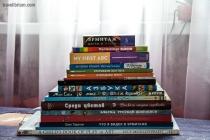 Купить книги об искусстве для детей можно в книжном киоске Эрмитажа, СПб